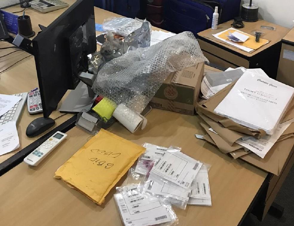 Documentos são aprendidos pela Polícia Federal durante cumprimento de mandados de busca e apreensão da operação Amphis, nesta sexta-feira (9) — Foto: Polícia Federal/Divulgação