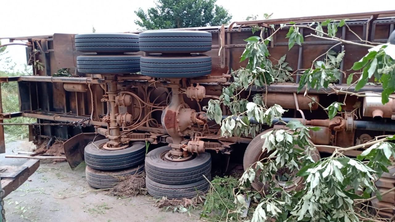 Motorista morre e passageiro fica ferido após acidente na MG-448 em Santa Bárbara do Tugúrio