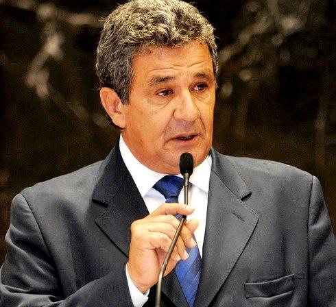 Deputado estadual Luiz Humberto Carneiro é velado e sepultado em Uberlândia