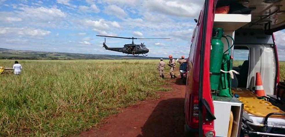 Helicóptero foi usado no resgate de feridos; copiloto foi levado para UPA. — Foto: Corpo de Bombeiros/Divulgação