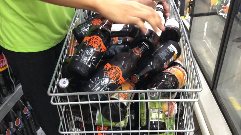 Capitão Senra está entre os oito rótulos contaminados com dietilenoglicol. No total, segundo Ministério, são 21 lotes de cervejas da Backer contaminados — Foto: Danilo Girundi/TV Globo