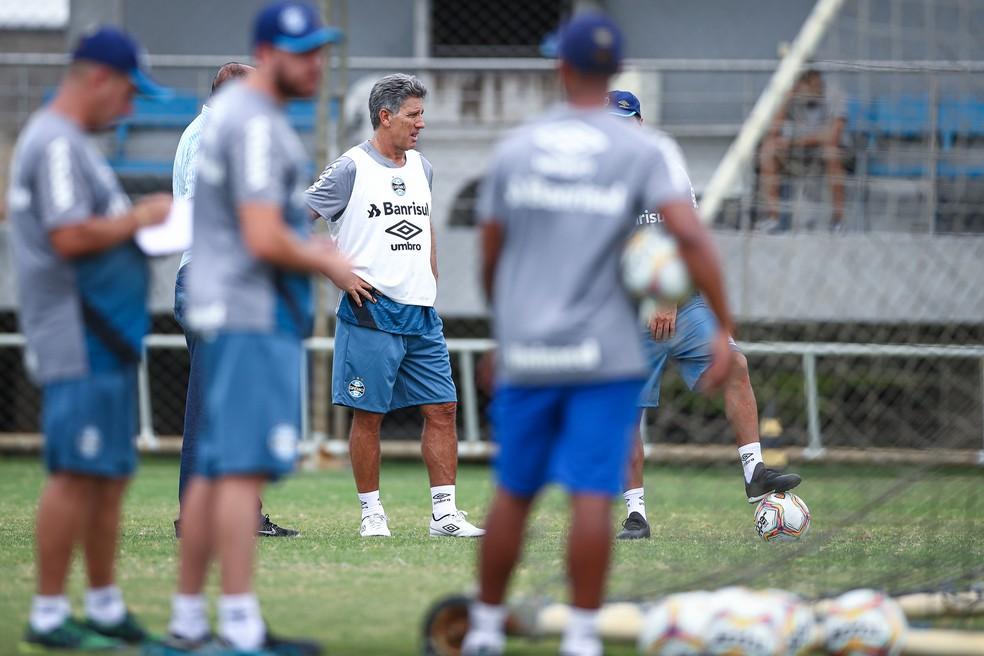 Renato Gaúcho em treino do Grêmio — Foto: Lucas Uebel/Grêmio