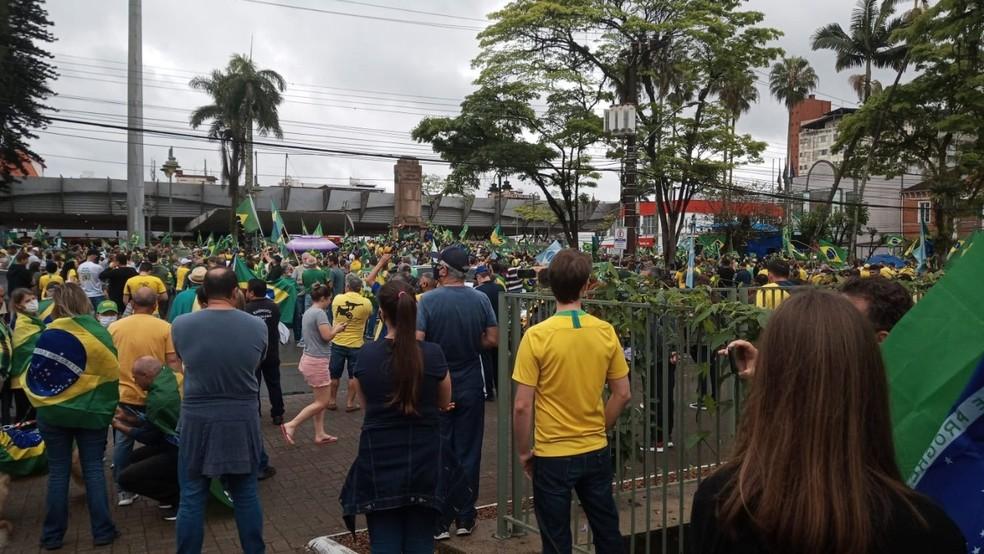 Joinville, por volta das 9h40 de terça-feira: Concentração na Praça da Bandeira — Foto: Ivan da Silva/ Arquivo pessoal