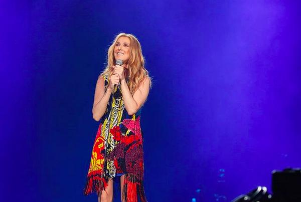 A cantora Celine Dion em seu show em Tóquio (Foto: Instagram)