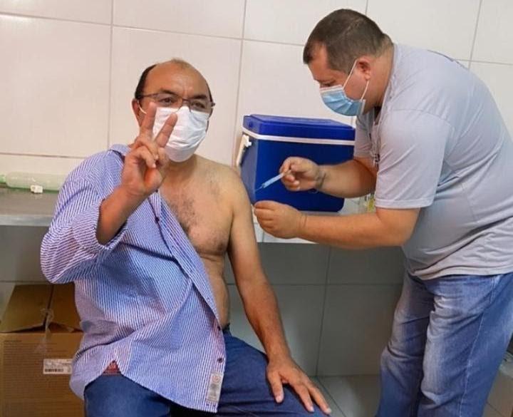 Prefeito e secretária de Guaraciaba do Norte, no Ceará, são alvos de ação do MPF por 'furarem fila' da vacina contra Covid-19