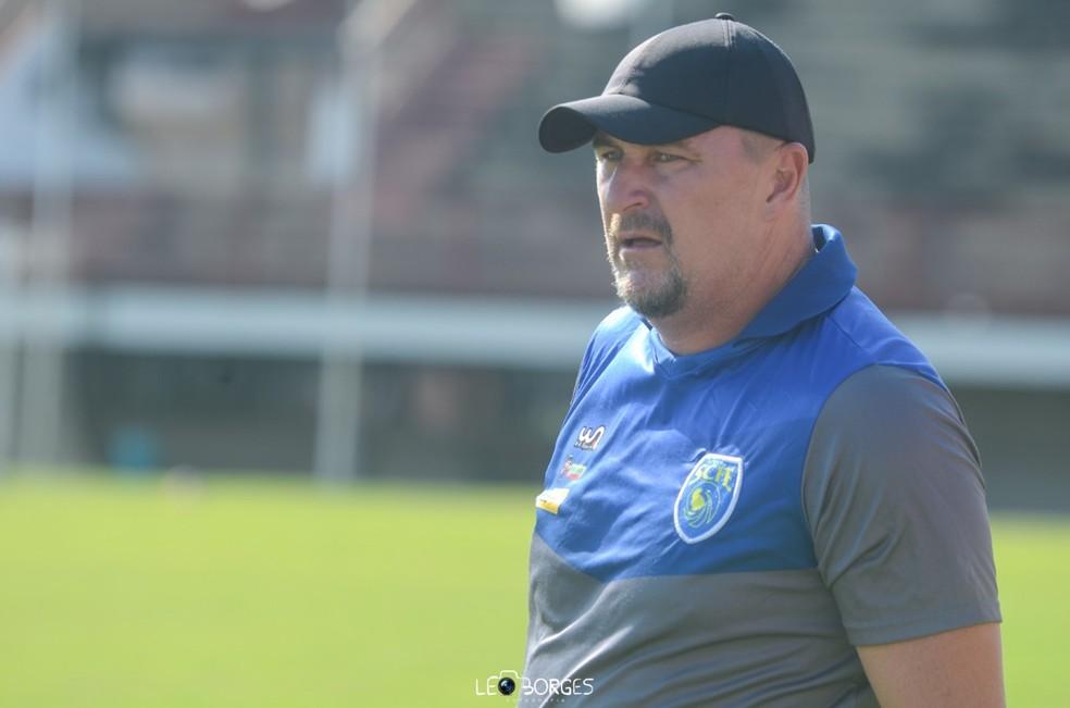Luciano Quadros é o novo técnico da Cabofriense — Foto: Léo Borges