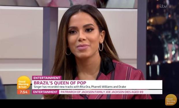 "Anitta no programa ""Good Morning Britain"" (Foto: Reprodução)"