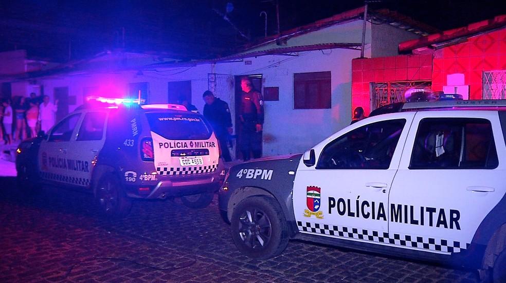 Criminosos invadiram casa e mataram preso do regime semi-aberto em Natal — Foto: Reprodução/Inter TV Cabugi