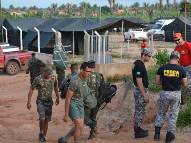 Exército aguarda oficiais de Justiça para iniciar a retirada de ocupantes. (Foto: Manuel Costa/O Estado)