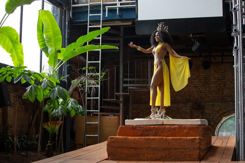 Cíntia Mello é rainha da Acadêmicos do Tucuruvi — Foto: Celso Tavares/G1