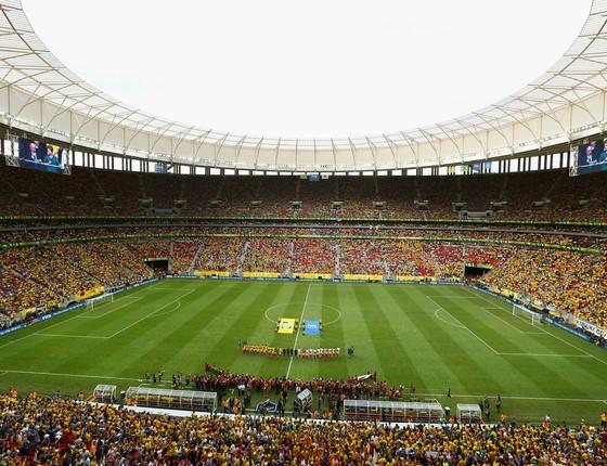 As seleções do Brasil e Japão, antes do início da partida de abertura da Copa das Confederações, em 15 de junho, no estádio Mané Garrincha, em Brasília (Foto: Clive Mason/Getty Images)