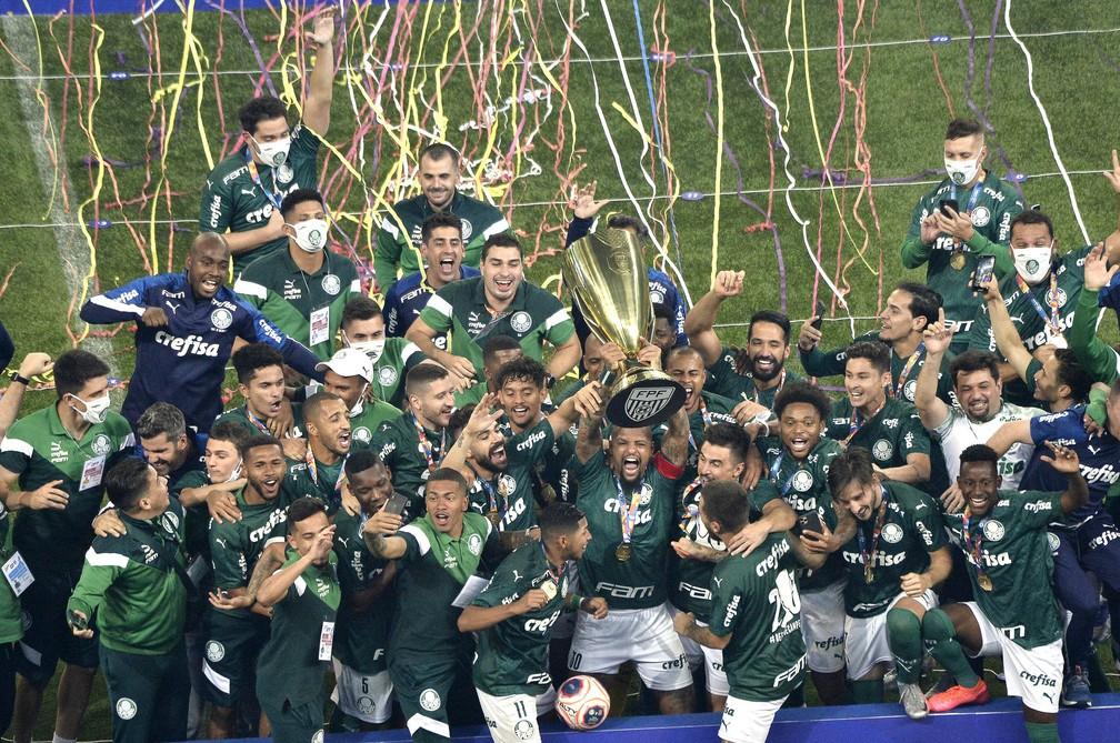 Palmeiras levanta a taça do Paulistão — Foto: Marcos Ribolli