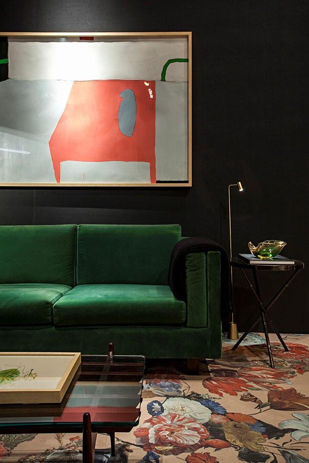 Décor do dia: Sala de estar preta com toques de cores (Foto: Divulgação)
