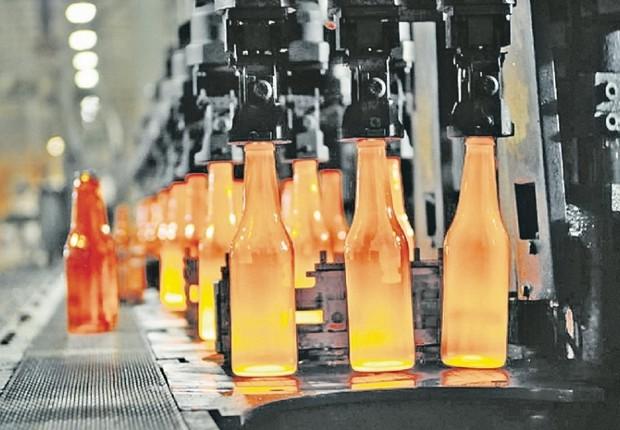 Garrafas de vidro para cerveja: aumento na produção da Ambev (Foto: Divulgação)