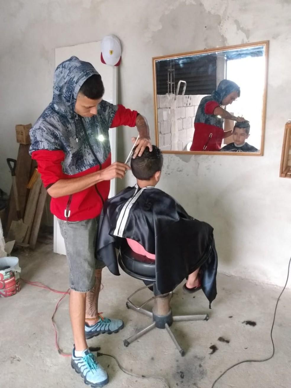 Adam Kelvim corta cabelo há um ano e quatro meses — Foto: Arquivo Pessoal