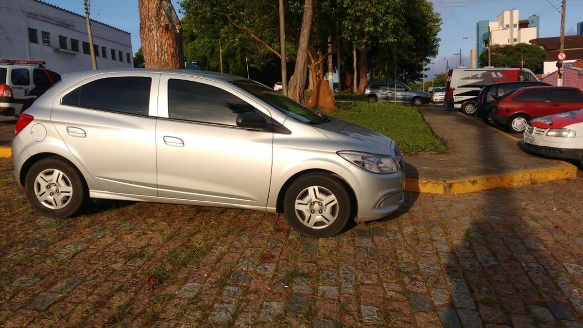 Comerciante tem carro apreendido em Mogi das Cruzes