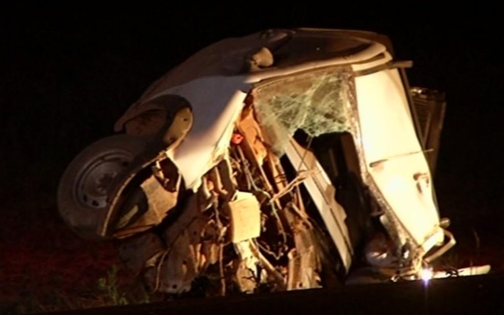 Acidente na GO-010 deixa três pessoas mortas em Silvânia (Foto: Reprodução/TV Anhanguera)