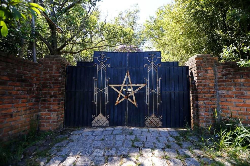 Entrada de templo satânico, que fica na Região Metropolitana de Porto Alegre (Foto: Félix Zucco/Agência RBS)