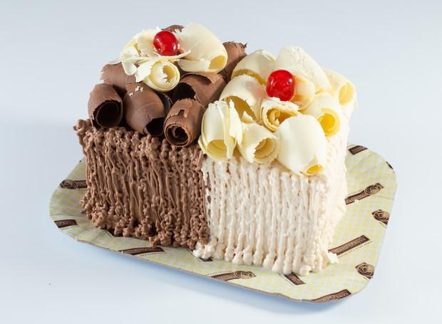 O bolo meio a meio com os sabores Pimenta e Paçoquinha é a oferta da Sodiê Doces no Dia dos Namorados (Foto: Divulgação)