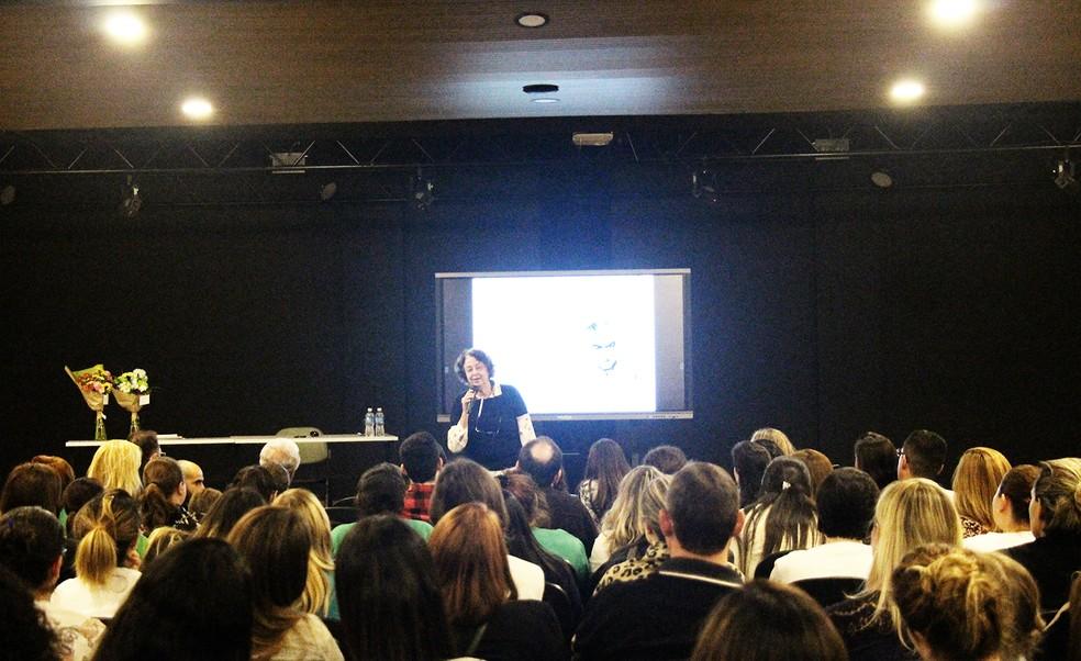 Marisa Lajolo acredita que as leituras feitas em família são essenciais — Foto: Colégio Uirapuru/Divulgação