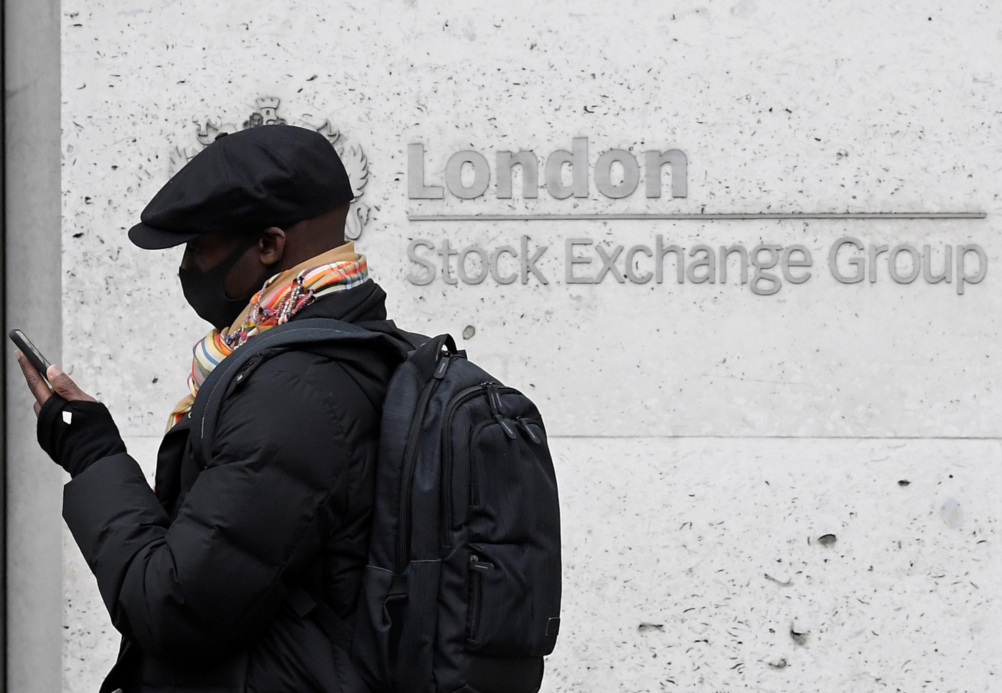 Super-ricos recuperam perdas econômicas provocadas pela pandemia, diz Oxfam