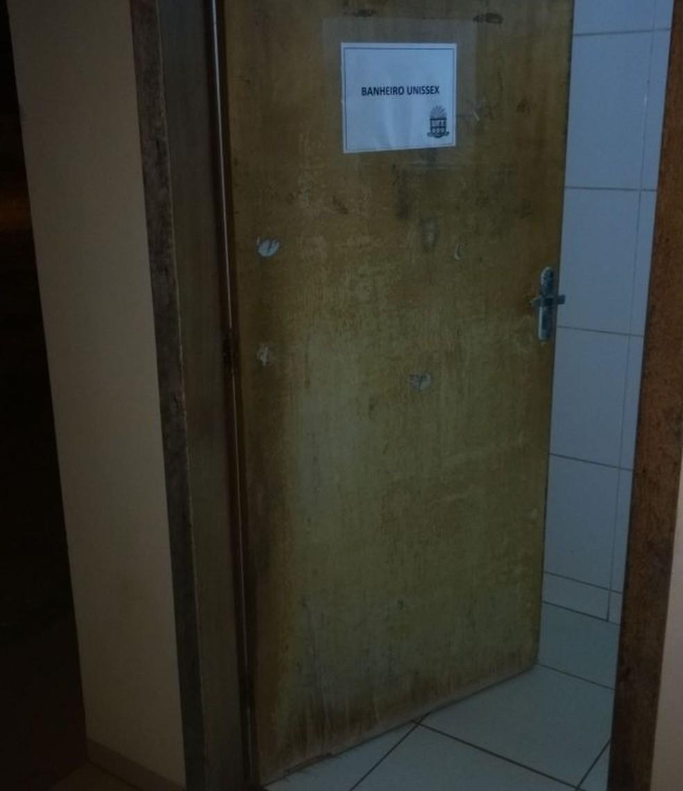 Três banheiros que eram masculinos e femininos foram transformados em unissex (Foto: Walmor Júnior Borges/Divulgação)
