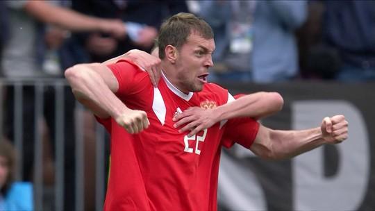 Carinho de Putin e olho em Salah: técnico da Rússia mantém pés no chão após vitória