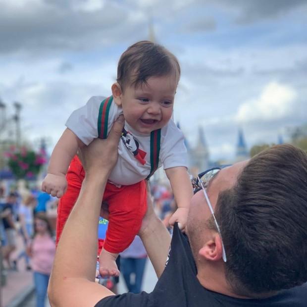 Wesley Safadão e a família na Disney (Foto: Reprodução/Instagram)