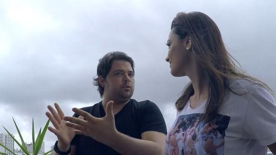 Reveja: Cecília entrevista Gustavo Mendes e leva ator em karaokê