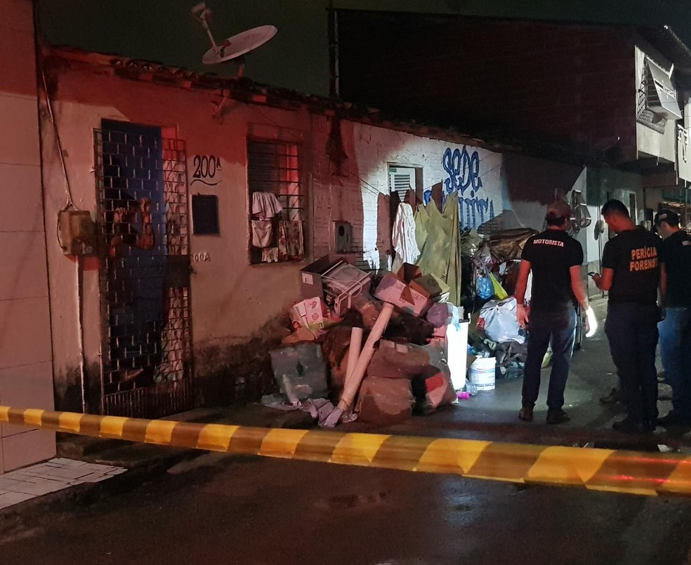 Crime aconteceu na Rua Ipaumirim, no Bairro Planalto Ayrton Senna, em Fortaleza — Foto: Rafaela Duarte/SVM