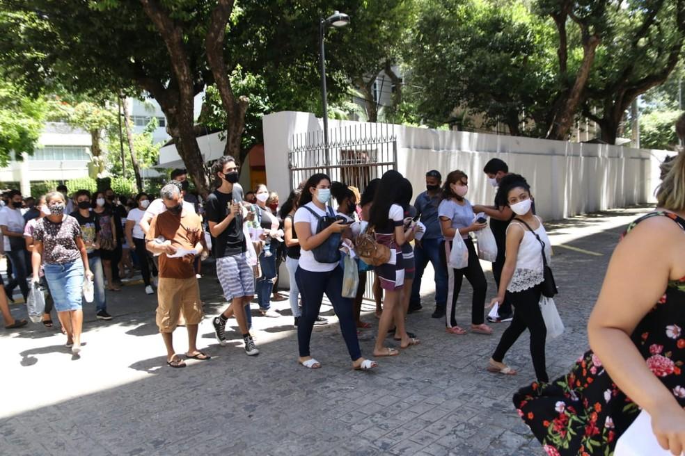 Candidatos fizeram primeiras provas do Enem 2020, em Pernambuco, neste domingo (17)  — Foto: Aldo Carneiro/Pernambuco Press
