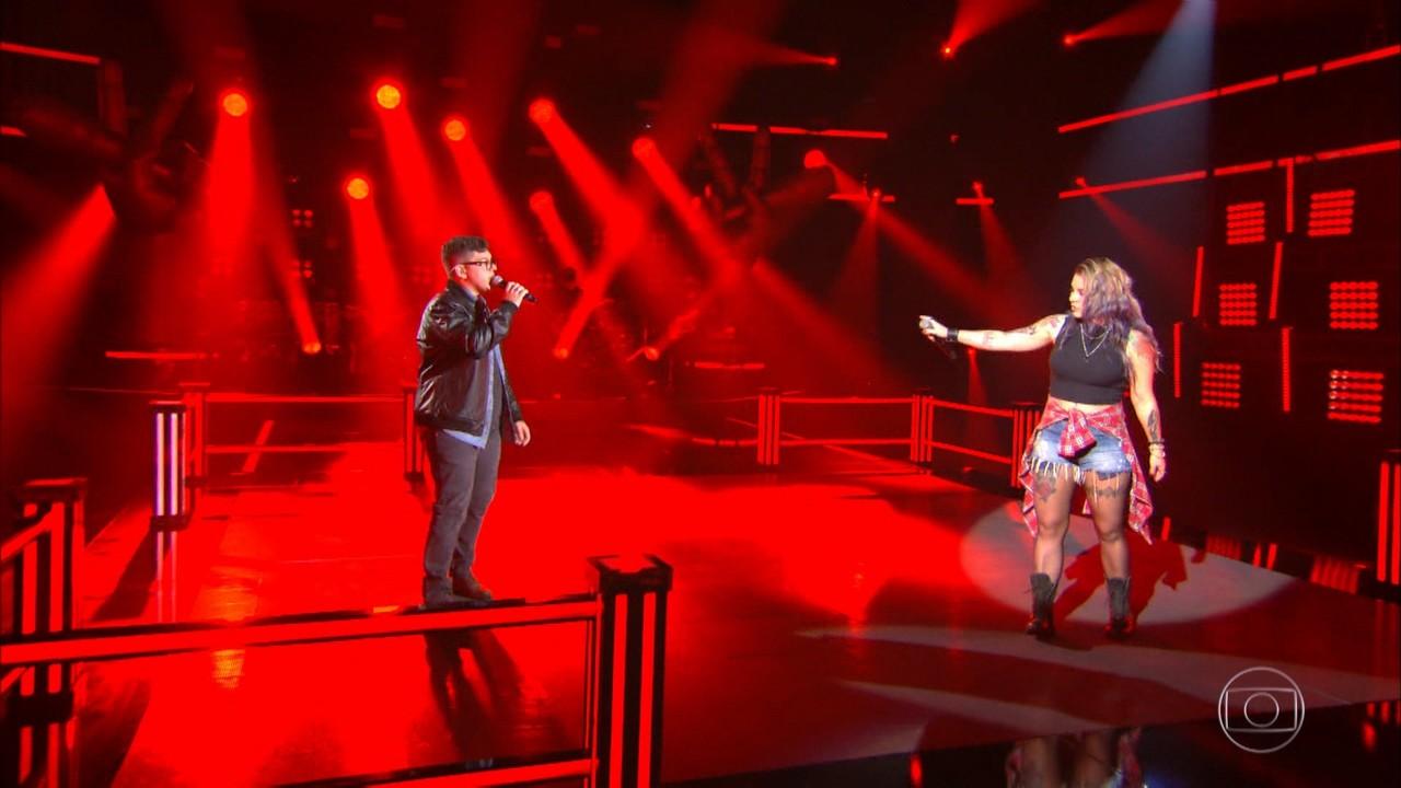 Angel Sberse e João Marcelo Prevedel cantam 'The Pretender'