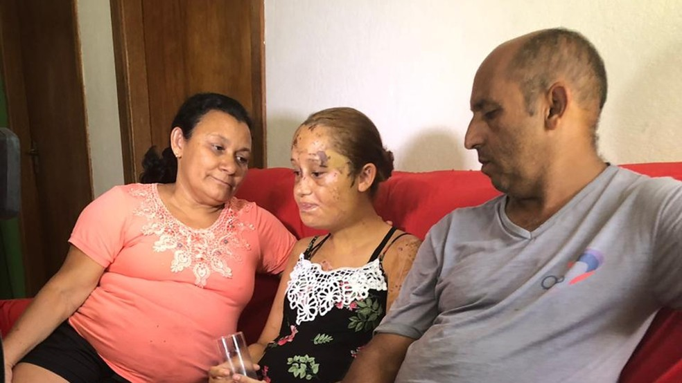 Tios receberam Paloma em Ibirité. — Foto: Carlos Amaral / G1 Minas