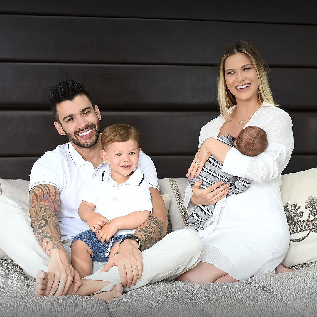 Andressa Suita, Gusttavo Lima, Gabriel e Samuel  em foto de agosto de 2018 (Foto: Reprodução / Instagram)