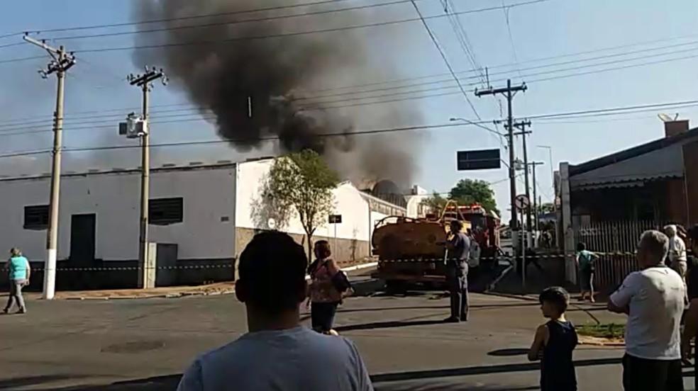 Incêndio atinge fábrica em Cordeirópolis, SP (Foto: Arquivo Pessoal)