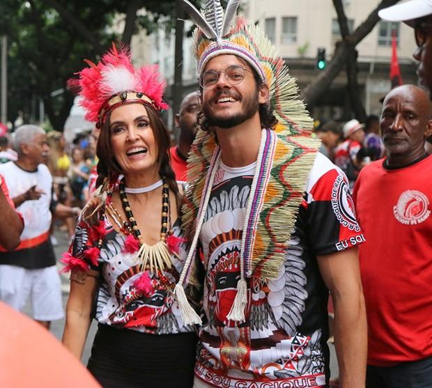 Túlio Gardelha e Fátima Bernardes no bloco Cacique de Ramos (Foto: Daniel Pinheiro/AgNews)