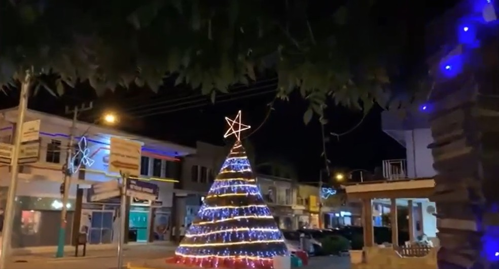 Decoração natalina de Correia Pinto (SC) — Foto: NSC TV/Reprodução