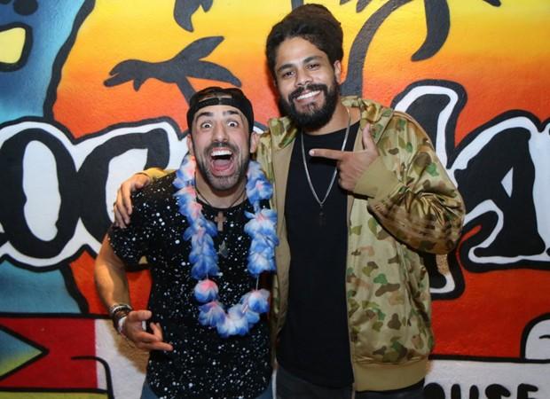 Os ex-BBBs Kaysar e Viegas (Foto: Daniel Pinheiro/AgNews)