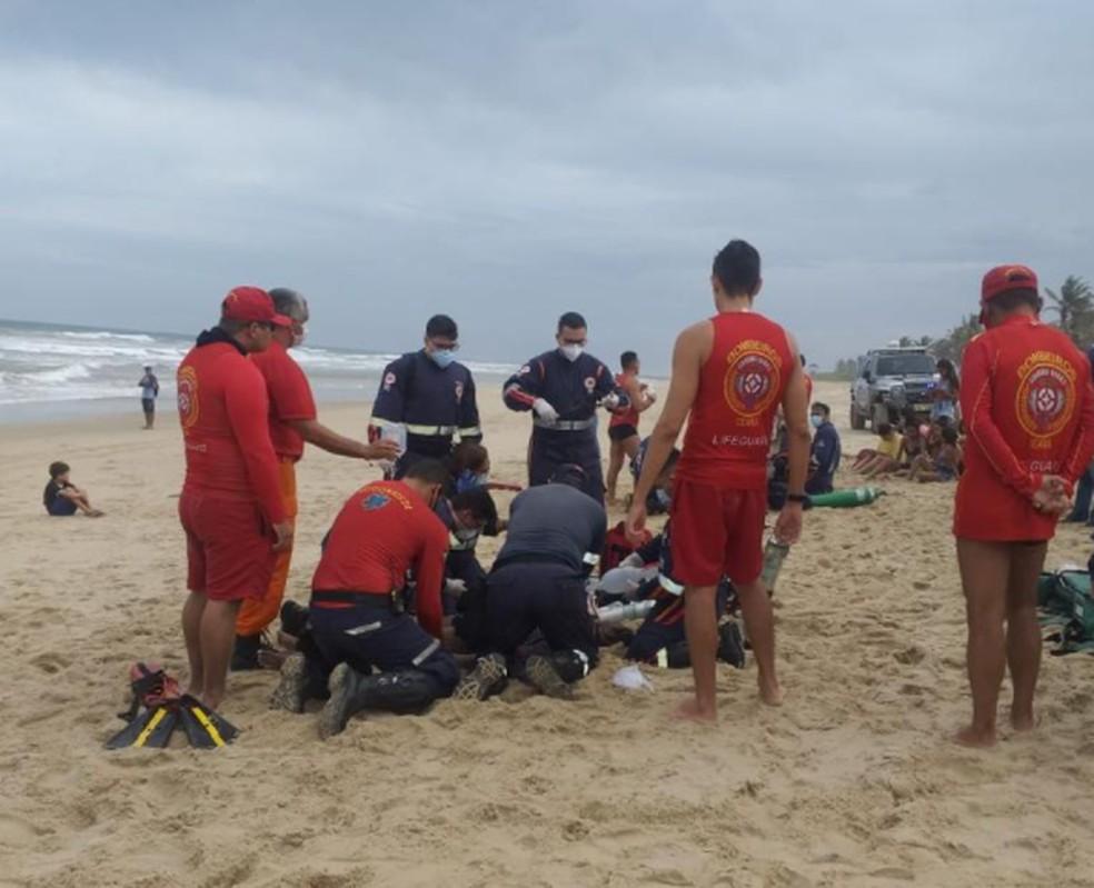 Duas adolescentes morreram afogadas na Praia do Futuro, em Fortaleza. — Foto: Reprodução