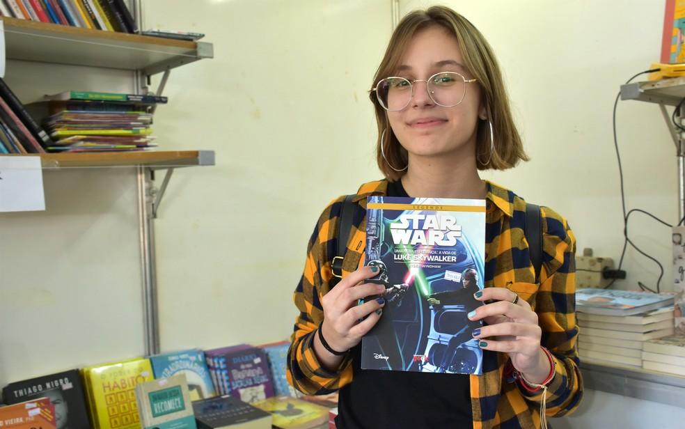 Ficção científica com política: estudante recomenda 'Star Wars' na Feira Nacional do Livro de Ribeirão Preto (SP) — Foto: Pedro Martins/G1