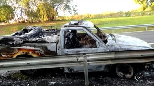 Ambulância da Prefeitura de Cafelândia pega fogo em rodovia
