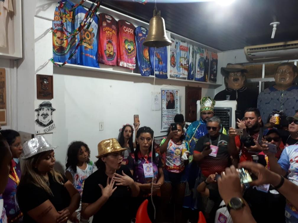 Presidente da Banda fazendo discurso na sede da BVQQ antes do desfile começar oficialmente. — Foto: Ana Kézia Gomes/G1