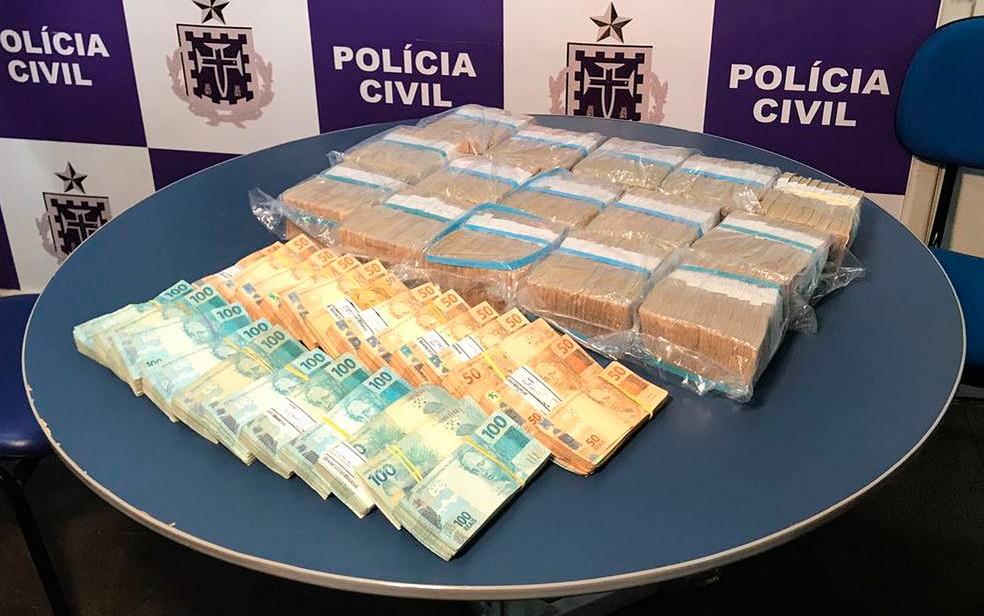 Quase um milhão de reais foi apreendido na casa da sogra de fundador de pirâmide financeira na Bahia (Foto: Polícia Civil/ Divulgação)