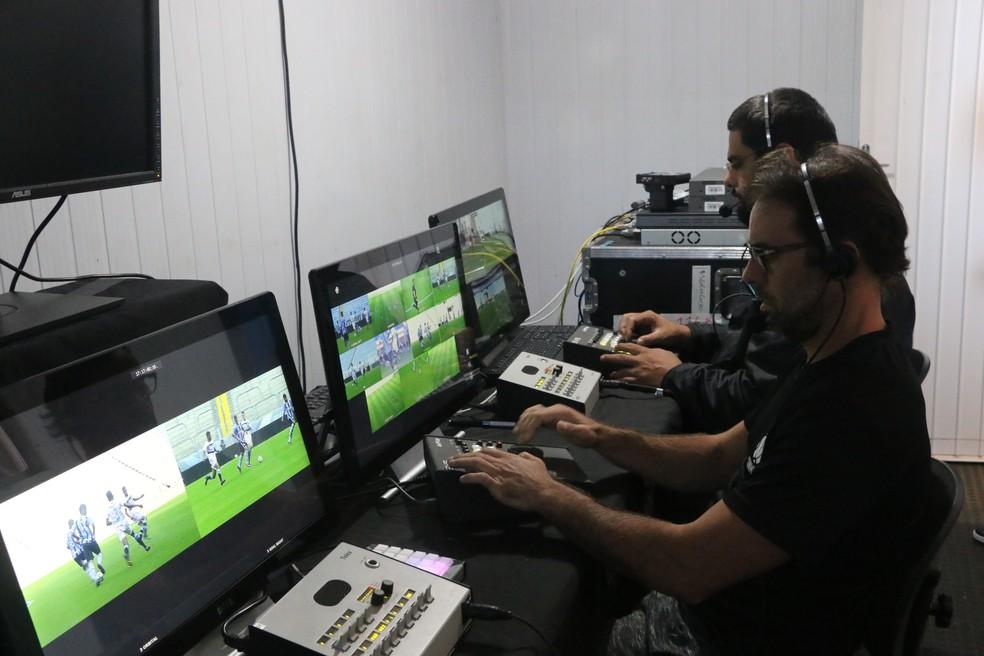 Técnicos em imagem auxiliarão os árbitros de vídeo no contêiner (Foto: Beto Azambuja / GloboEsporte.com)