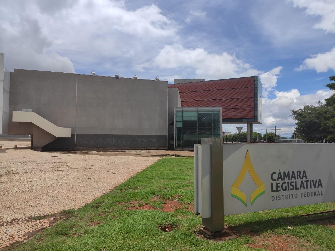 Após polêmica, distritais querem anular votação que incluiu ex-deputados em plano de saúde da CLDF