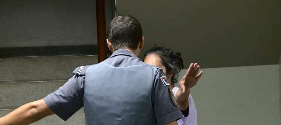 Mulher tentou trocar o próprio neto por bebida em bar de Piracicaba (Foto: Reprodução/EPTV)