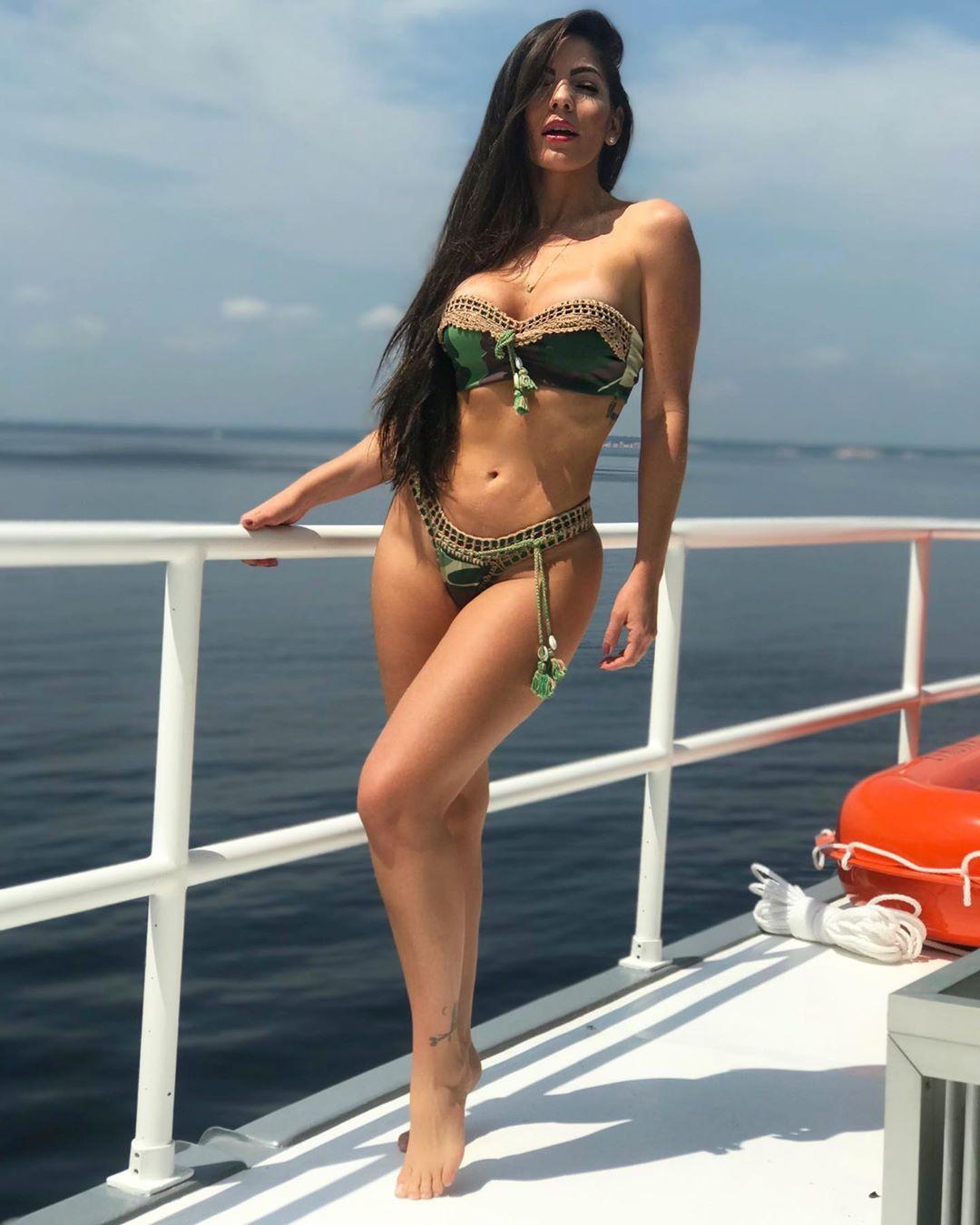 Resultado de imagem para Anamara relembra dia de sol e ganha elogios dos fãs