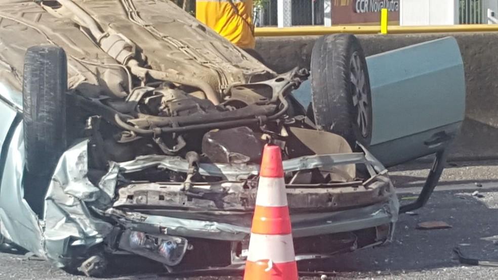 Motorista fica ferido em capotamento na Via Dutra, em Itatiaia (Foto: Arquivo Pessoal/Odair Marques)