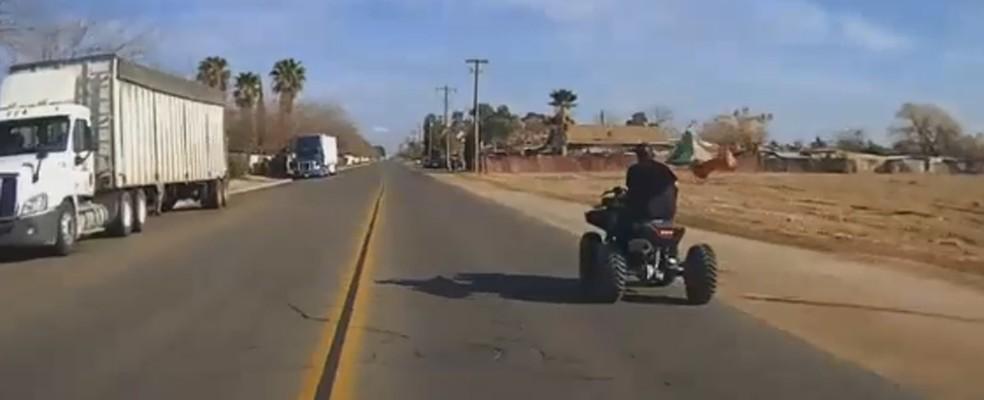 Suspeito é preso após tentar fugir da polícia em quadriciclo nos EUA (Foto: City of Madera Police Department/Facebook)