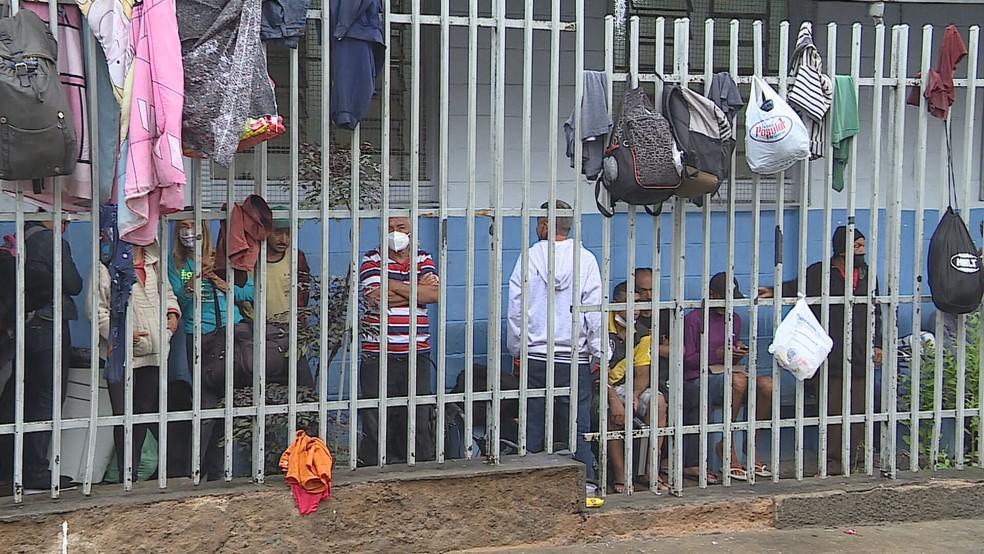 Venezuelanos acolhidos em abrigo de BH tiveram teste positivo para Covid-19 — Foto: TV Globo/Reprodução